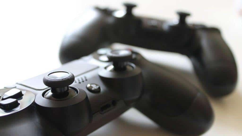 Wer PS4 Account Sharing nutzt, kann nicht nur ein Spiel auf zwei Konsolen nutzen, man spart obendrein richtig viel Geld. In diesem Artikel erklären wir euch, wie ihr vorgehen müsst, damit alles problemlos funktioniert.