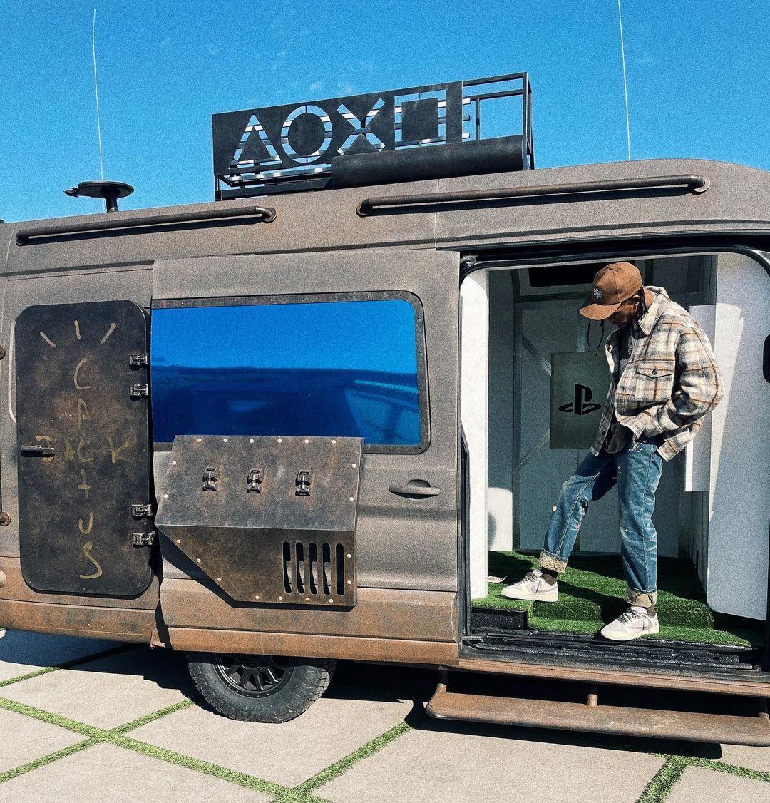 PlayStation-Travis-Scott-Nike